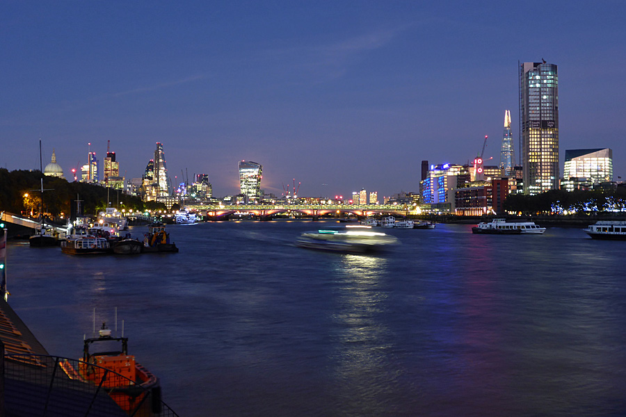 A stroll along the Thames at dusk.